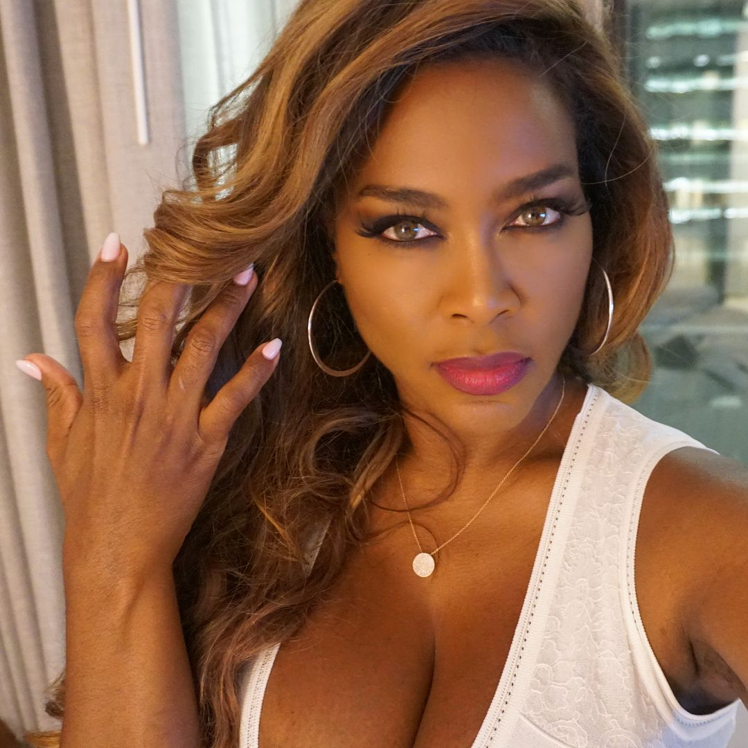 Just messy... the hair that is😝 Kenya moore, Body