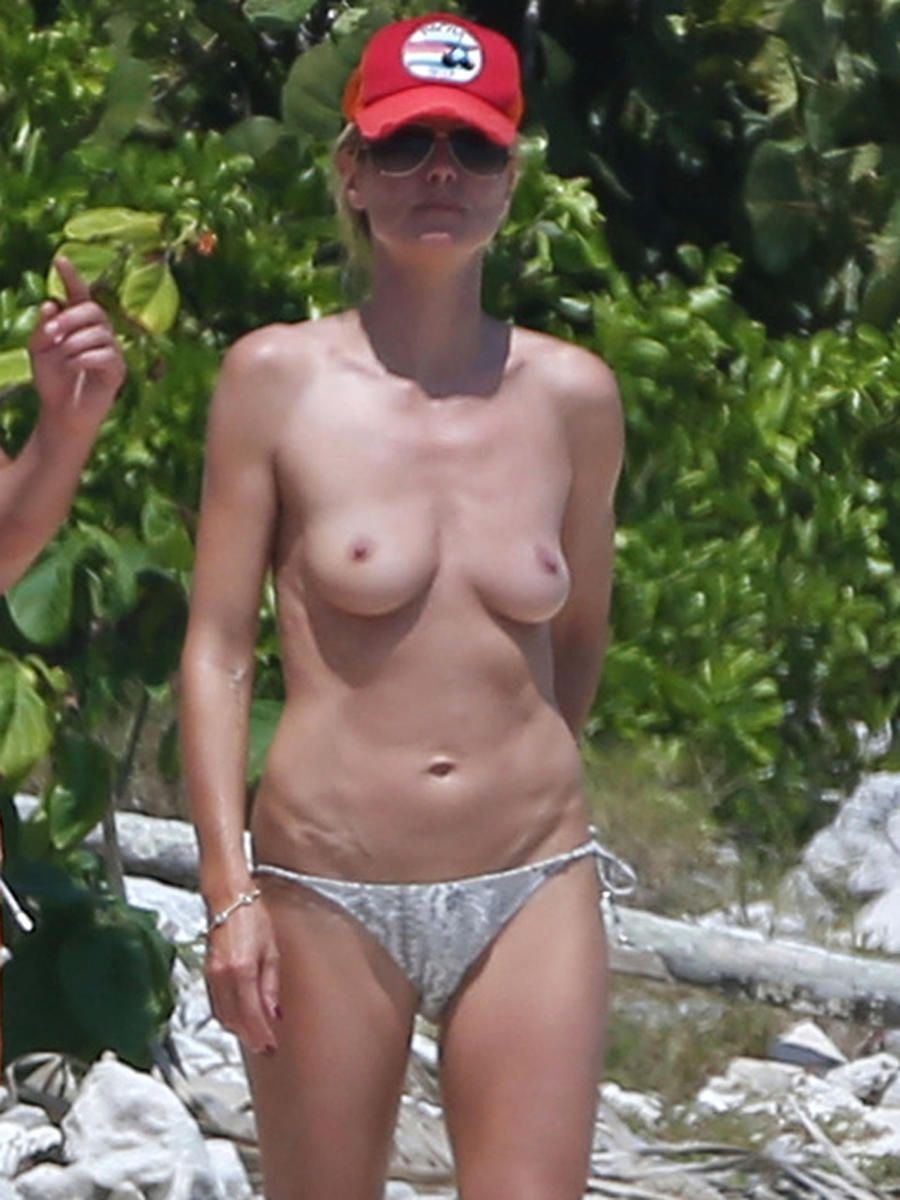 Amateur wife abusing her own tits