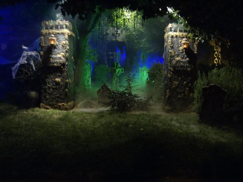 Halloween cemetery by HF member spiderider Décoration halloween - halloween fish tank decorations