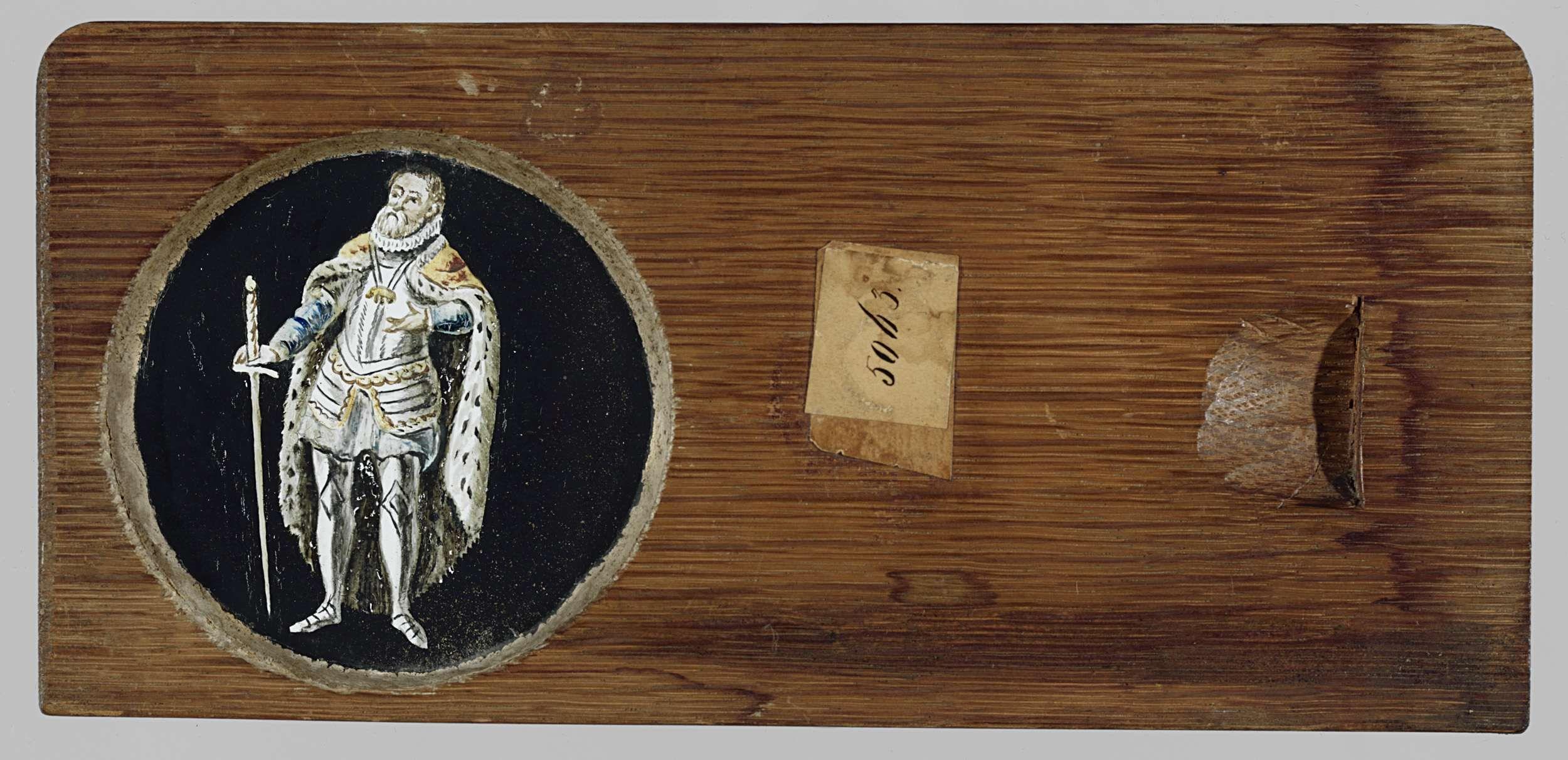 Anonymous | Portret met orde van Gulden Vlies, Anonymous, c. 1700 - c. 1790 | Glasplaat in houten vatting. Portret ten voeten uit van een koninklijk figuur met mantel en zwaard. Hij draagt een kleine molensteenkraag en de keten van de Orde van het Gulden Vlies.