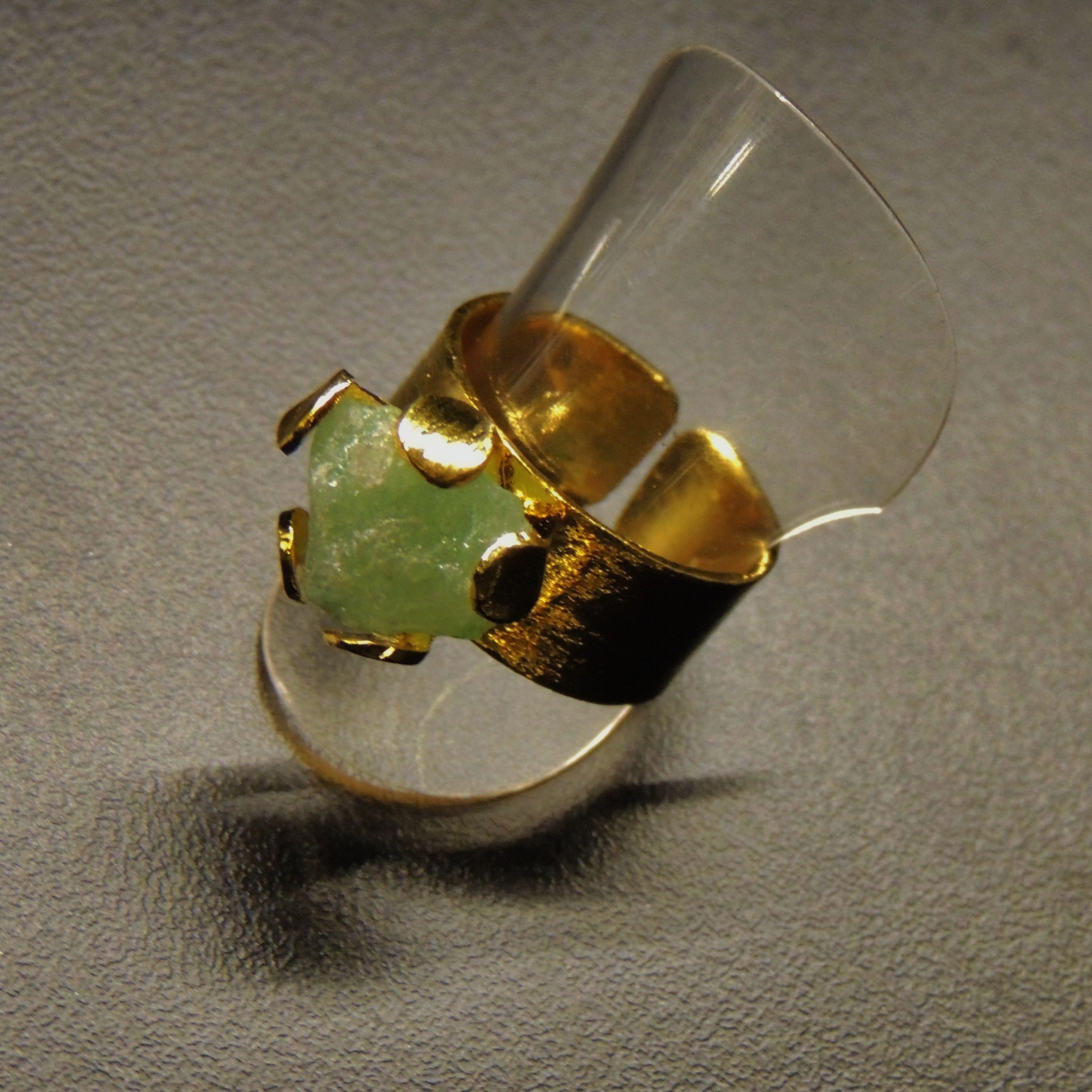 💍 Anillo hecho en Bronce con enchape de oro 24K,  con una morralla natural sostenida por 5 uñas (Talla ajustable) Cada morralla tiene una forma unica por lo tanto cada anillo es diferente.REBGP001 Precio Boutique COP$86.000. Precio Online COP $60.200 Para Pago online -> http://mpago.la/l1mi  Contáctanos ☎(+57-1) 5254007 📱(+57)3186086290 🌐www.makla.co     Ring / Bronze Gold Plated / Colombian Emerald