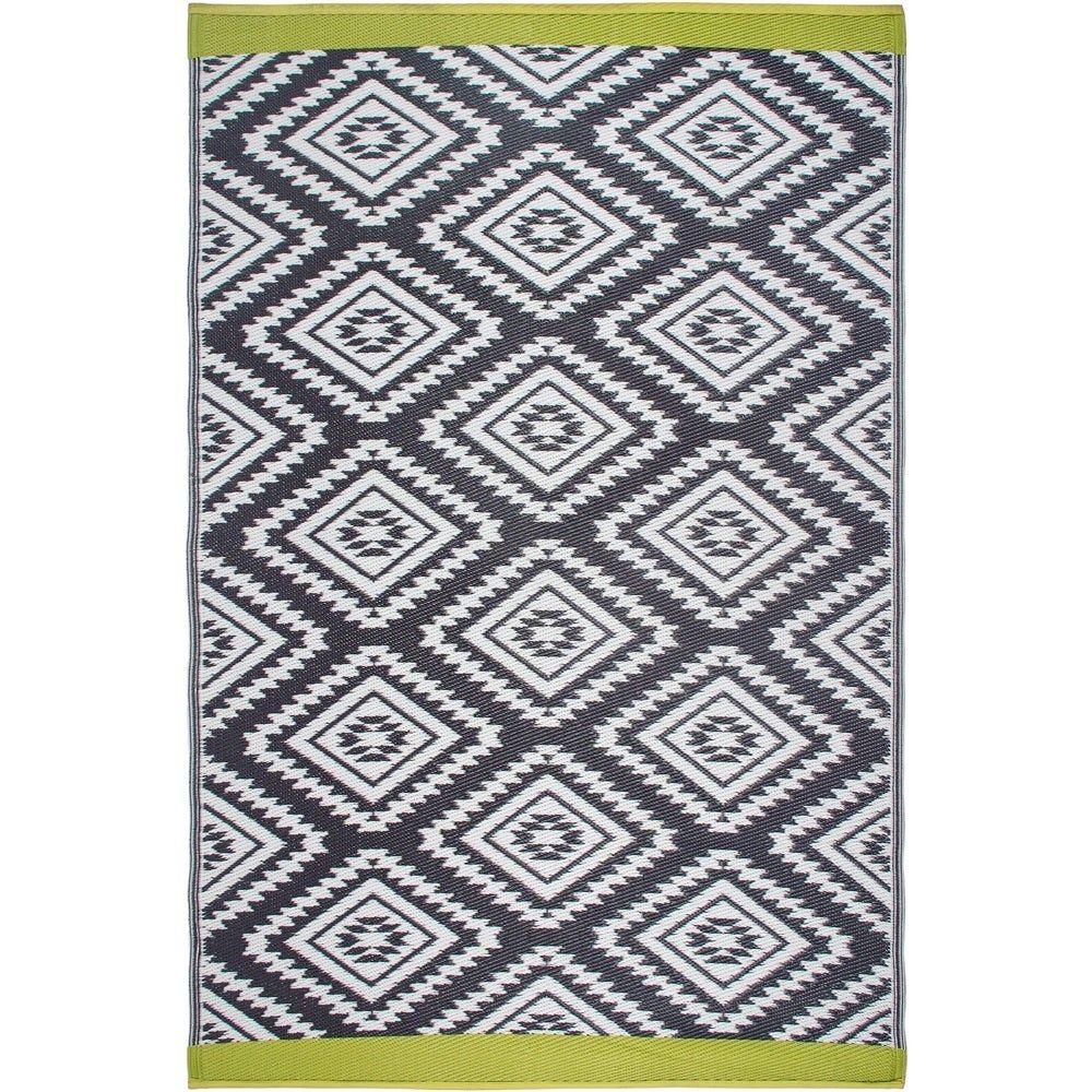 Photo of Handmade Valencia Grey Indoor/Outdoor Recycled Plastic Rug (India) – 5′ x 8′ (5′ x 8′), Gray, Fab Habitat