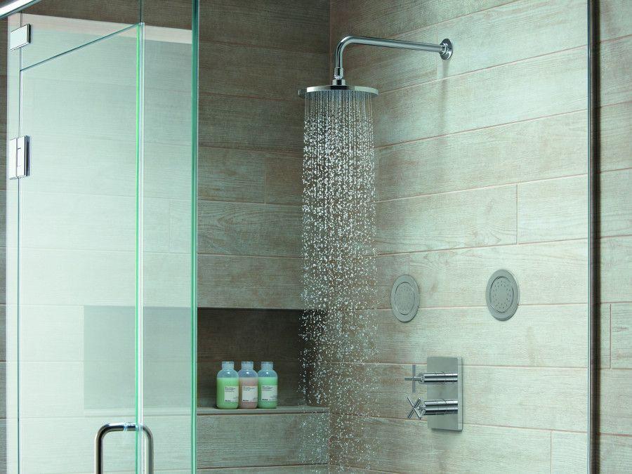 La douche avec une robinetterie encastr�e