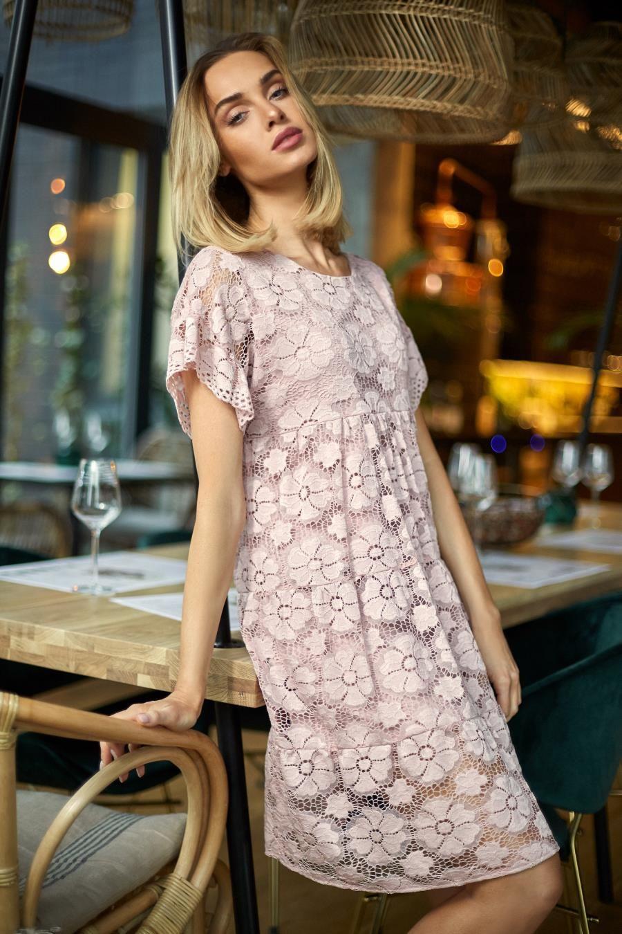 d4613a57b3 Trapezowa Sukienka ze Zwiewnej Koronki Różowa MO430 w 2019 ...