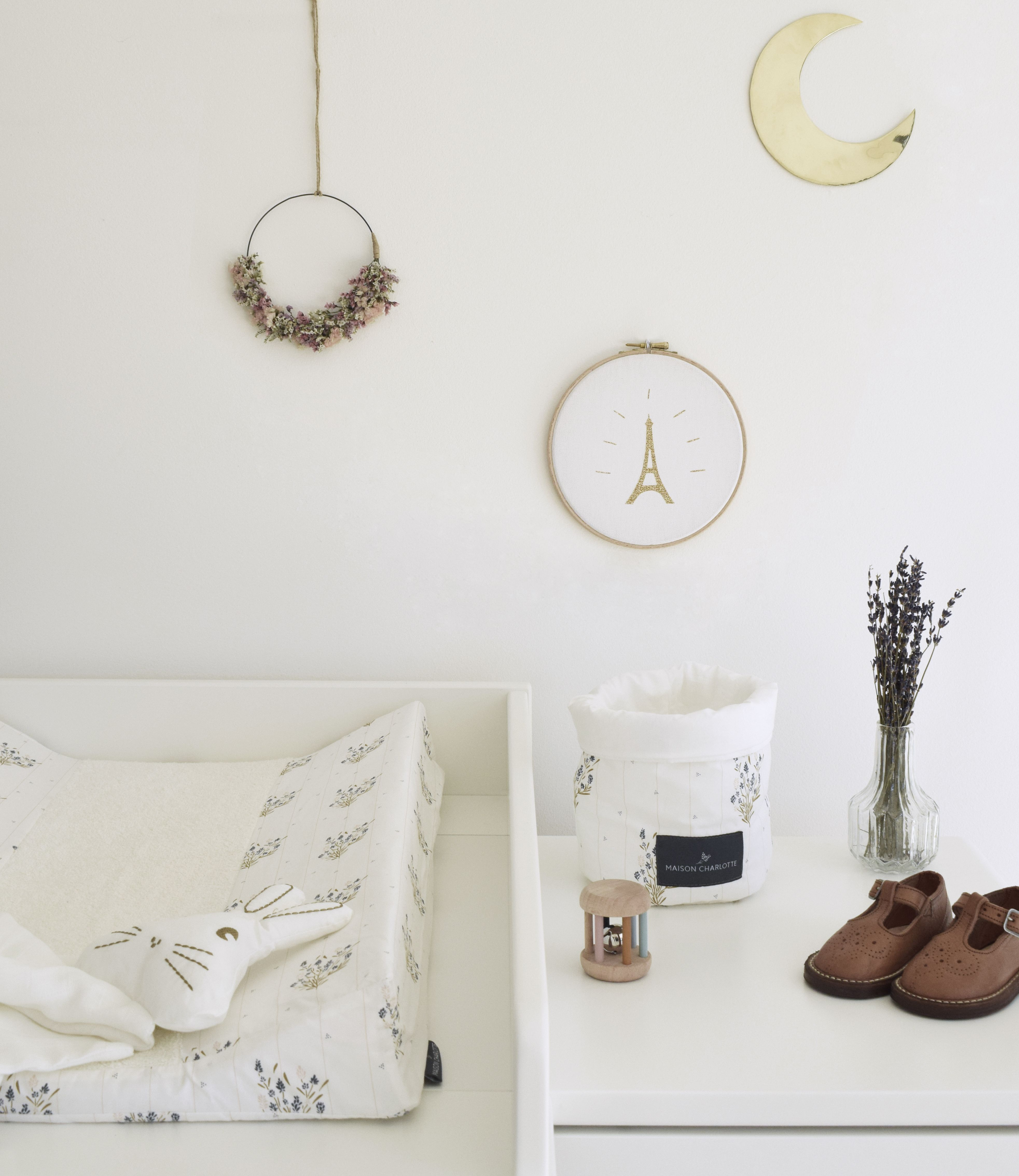 A nice atmosphere for your baby's room by Maison Charlotte. Designed in France and made in Portugal. #babyroom #babybed #kidsroom #nursery #nurserydecor #vintagestyle #homedecor #maisondefamille #ideedeco #decochambreenfant #chambrebebe #inspiration #organiccotton