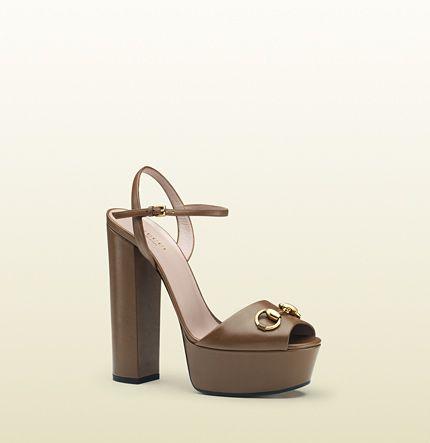 03c071887 Gucci - sandalia de plataforma de piel 338961C9D002527 | Zapatos ...