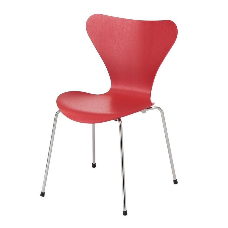 SERIES 7 CHAIR COLOURED ASH OPIUM RED 1955年、アルネ・ヤコブセンにより発表された SERIES 7 CHAIR(セブンチェア)は、フリッツ・ハンセン社を代表するベストセラーです。 スタッキングが可能な4本脚のこの椅子は、成形合板によるチェアが更なる進化をとげたラミネート加工技術の集大成ともいえます。