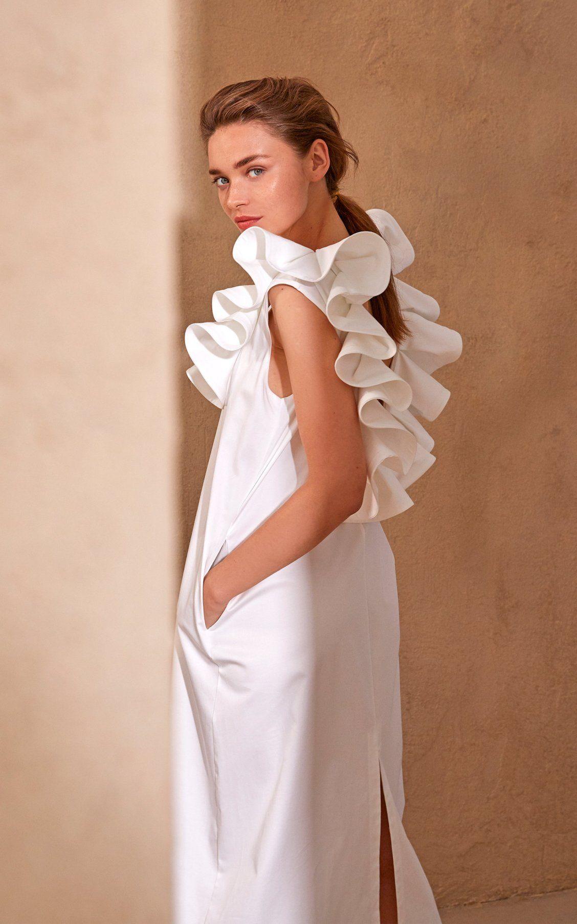 Moda Operandi Spring Summer 2020 Piece Of White Chloe Open Back Ruffled Collar Cotton Poplin Dress Adibusana Kain [ 1807 x 1128 Pixel ]