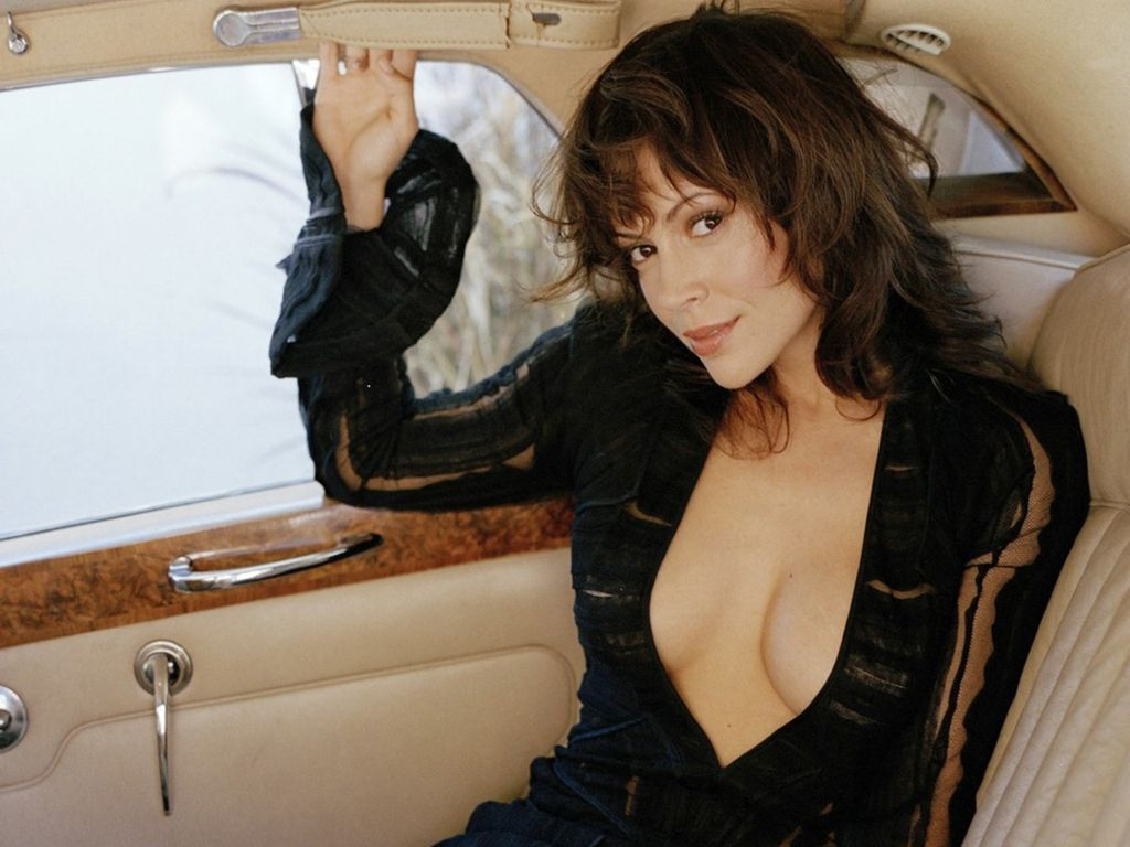 Alyssa Milano Comes From An Italian American Family Her Mother