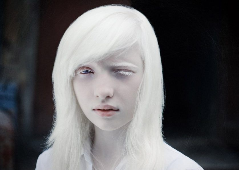 Borboleta no cabelo: A cor do cabelo e os tons de pele negra