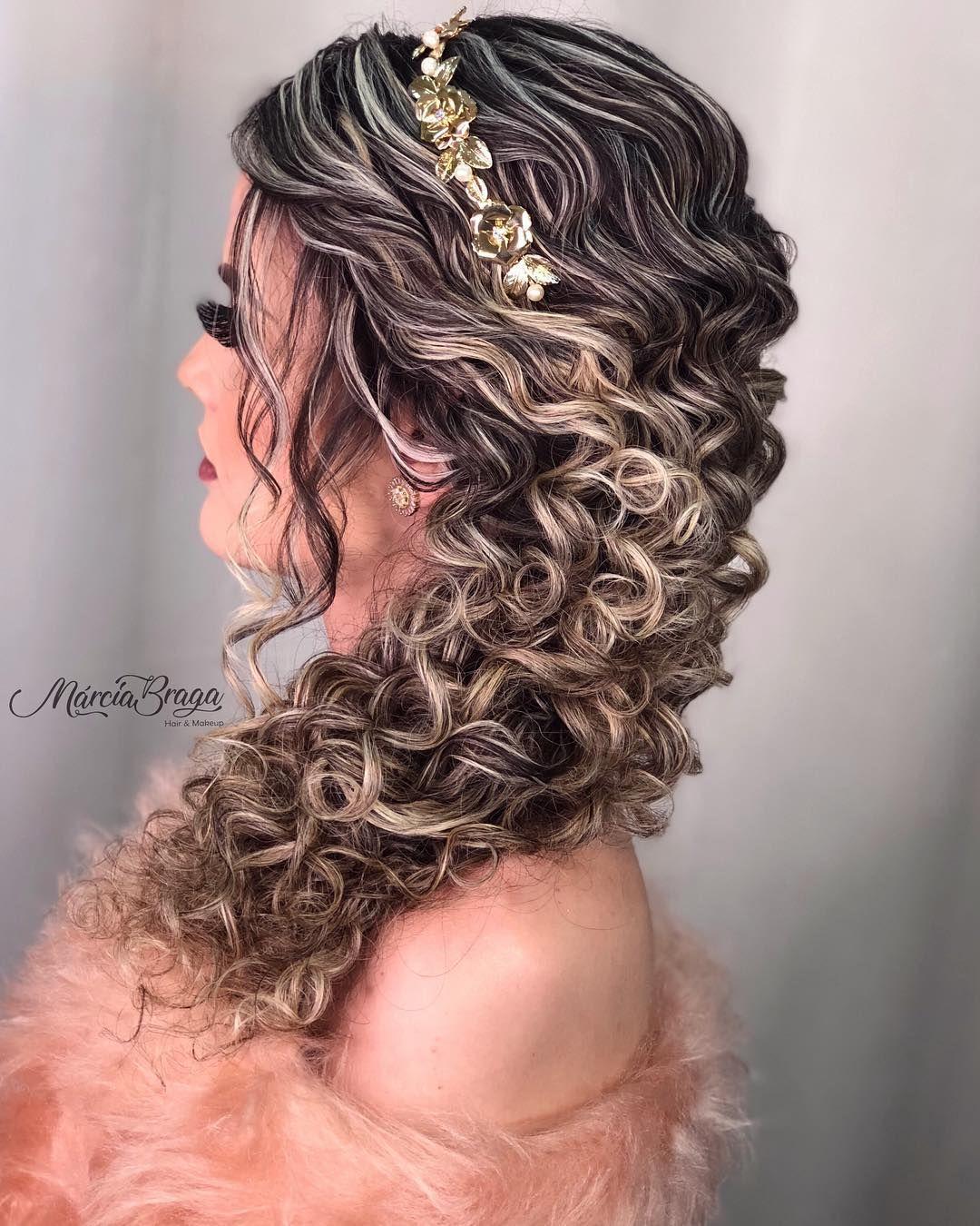 """⚜️ Especialista en peinado en Instagram: """"¡Bloqueo semi lateral para los rizados de turno!  🤗💕😍 Belleza @luanaalvarengaa Make @isamartinsmakeup Hair @ marciabragapenteados… """"  – Peinados"""