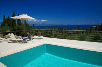Ruggero is a delightfully stylish and contemporary cottage with stunning sea views perched just above Emblisi beach, within easy walking distance of the beach and Fiscardo.