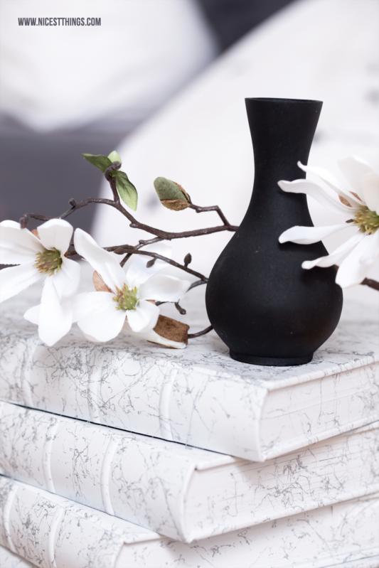 tisch aus b chern diy b chertisch selber machen mit marmor effekt best of diy pinterest. Black Bedroom Furniture Sets. Home Design Ideas