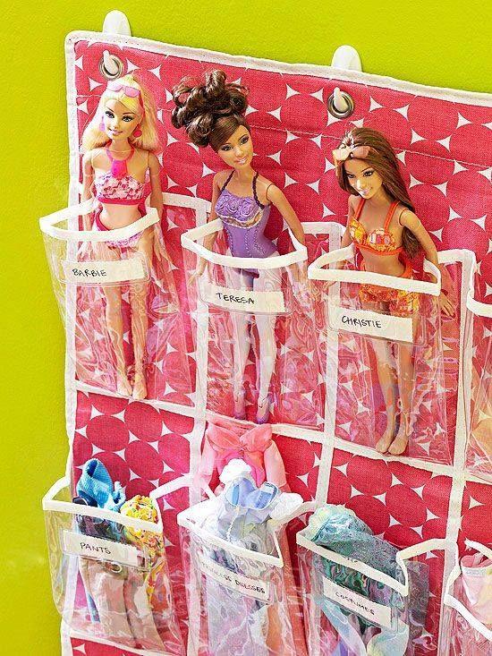 Unordnung im kinderzimmer praktische und kreative ideen wie man kuscheltiere und spielzeug - Barbie kinderzimmer ...