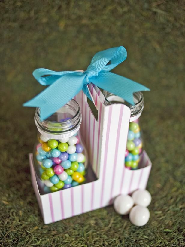 Carry your treats easily with our portable jar carrier. Assemble the carrier following the instructions on our free printable pattern, and adorn it with stickers, bows, glitter or anything else you love. Fill two milk bottles with your favorite small treats.