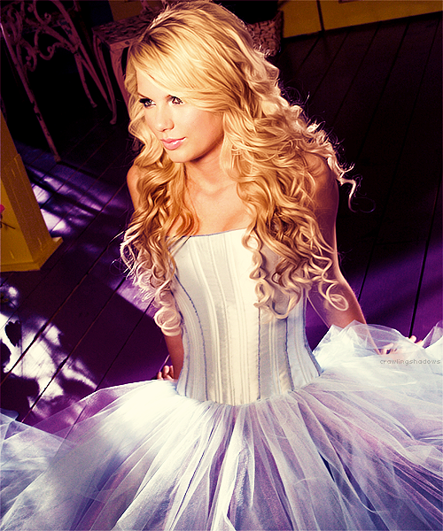 Taylor Swift   Taylor swift dress, Taylor swift hair ...