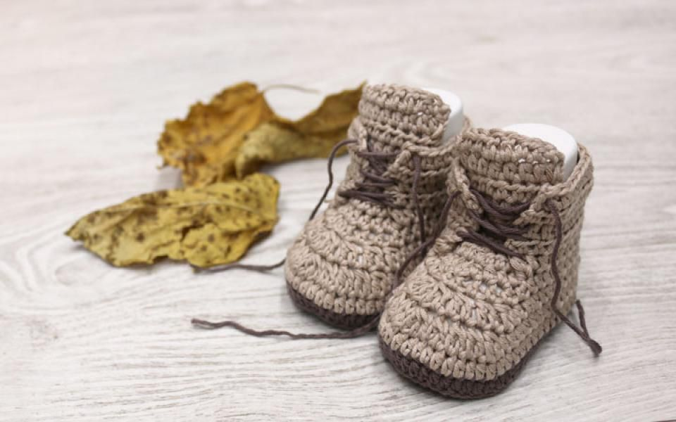 baby brown booties crochet free pattern with video tutorial | tricot ...