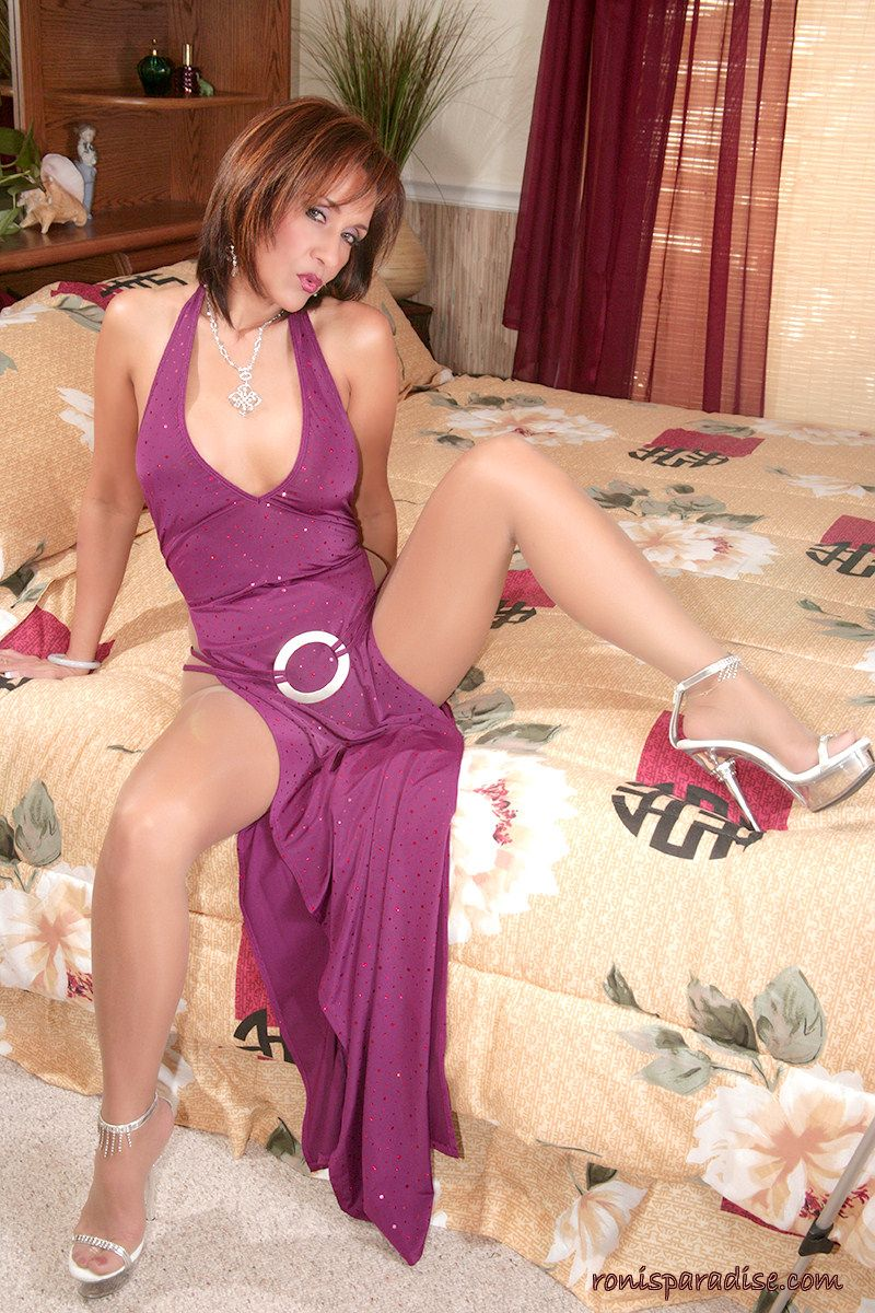 Ronis Paradise Milf Pretty gorgeous mature lady in evening dress, sheer pantyhose and high