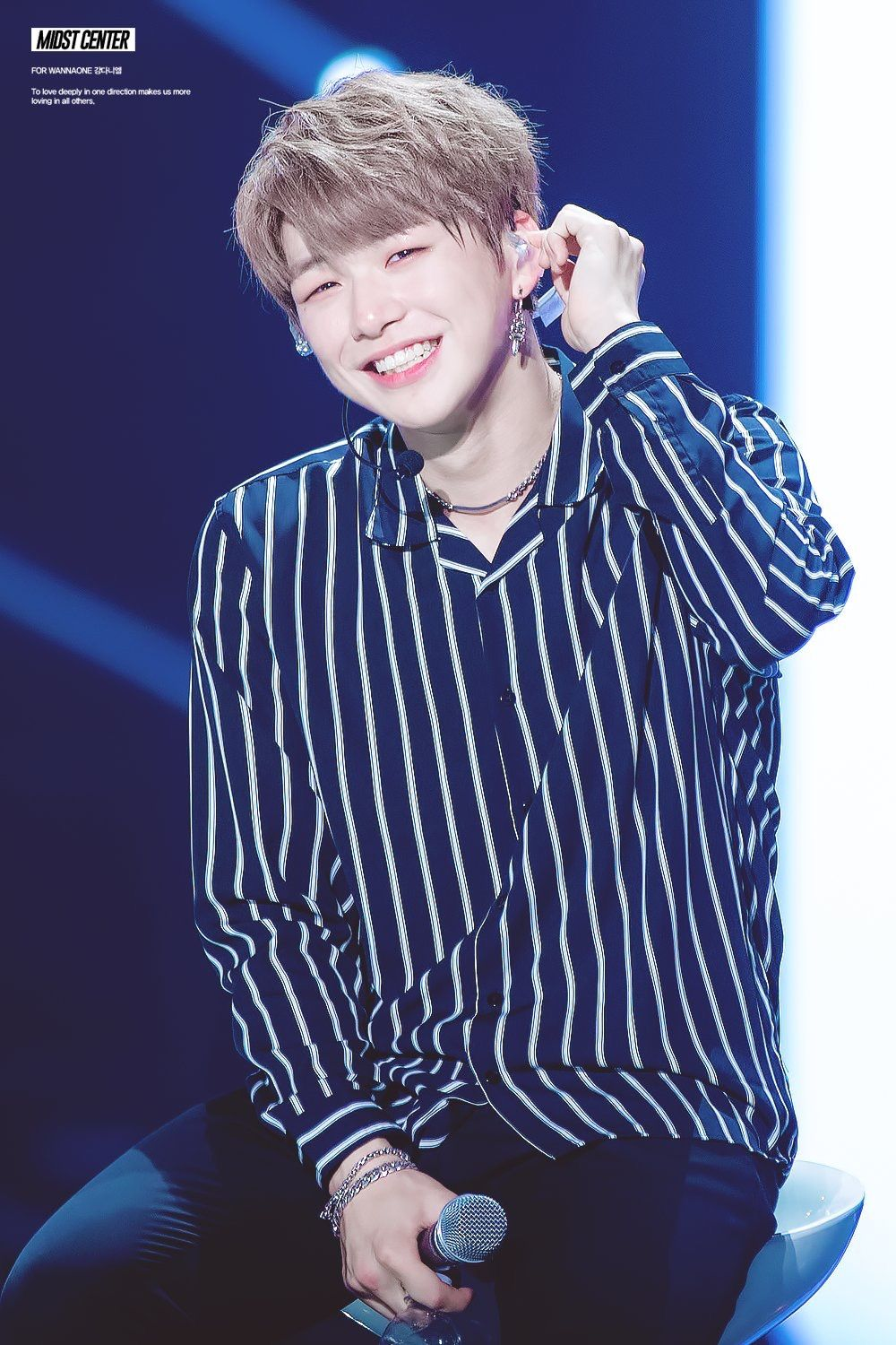 That embarrassed laugh is my life #kangdaniel