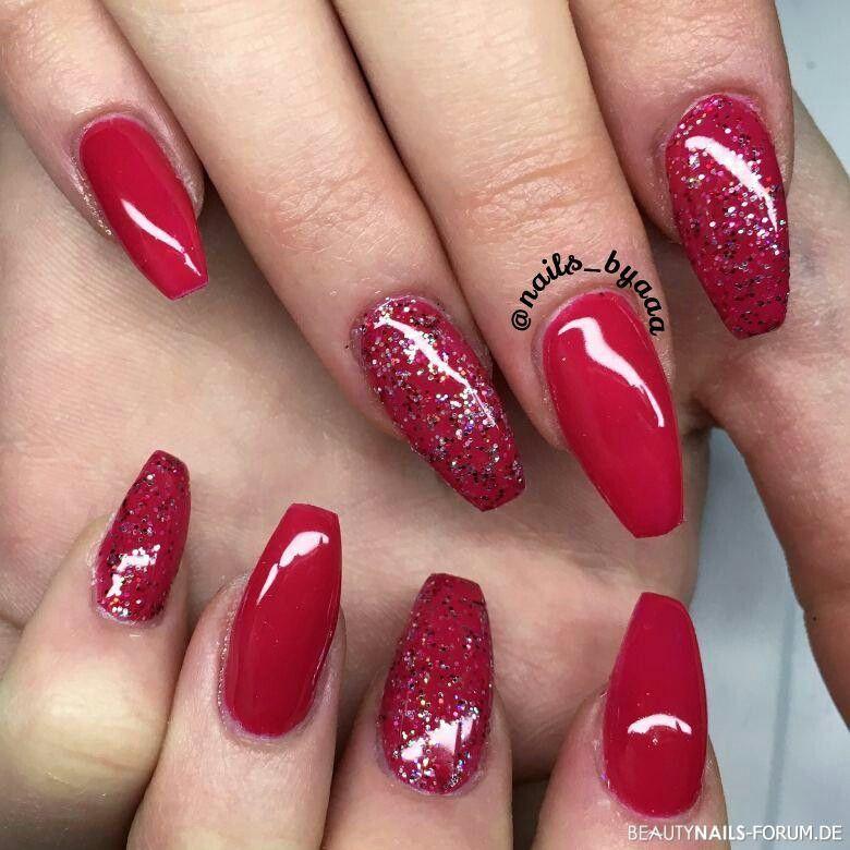 Fingernägel Rot