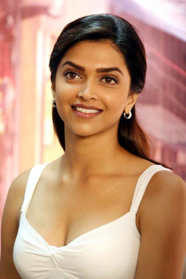 Hot And Sexy Bollywood South Movies Tempting Indian Famous Tv Show Host And Anchor Model Actress Unseen Deepika Padukone Cute Beautiful Ph