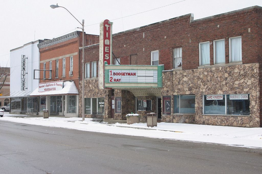 Indianas last remaining driveinns and old movie theaters