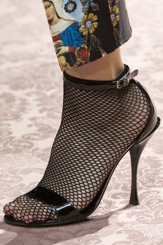 Dolce   Gabbana at Milan Fashion Week  9c633164dbd7f