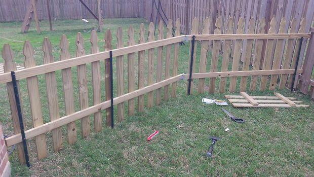 Building A Semi Permanent Fence Diy Garden Fence Diy Dog Fence Backyard Fences