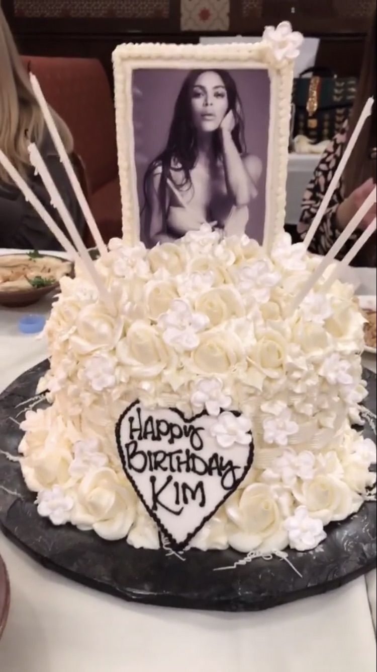 Peachy Pin By Renee On Amazing Cakes With Images Kylie Jenner Personalised Birthday Cards Veneteletsinfo