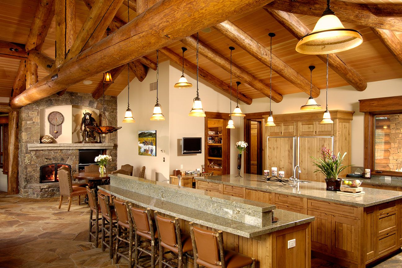 Jackson hole log cabin kitchen for Jackson wyoming alloggio cabine