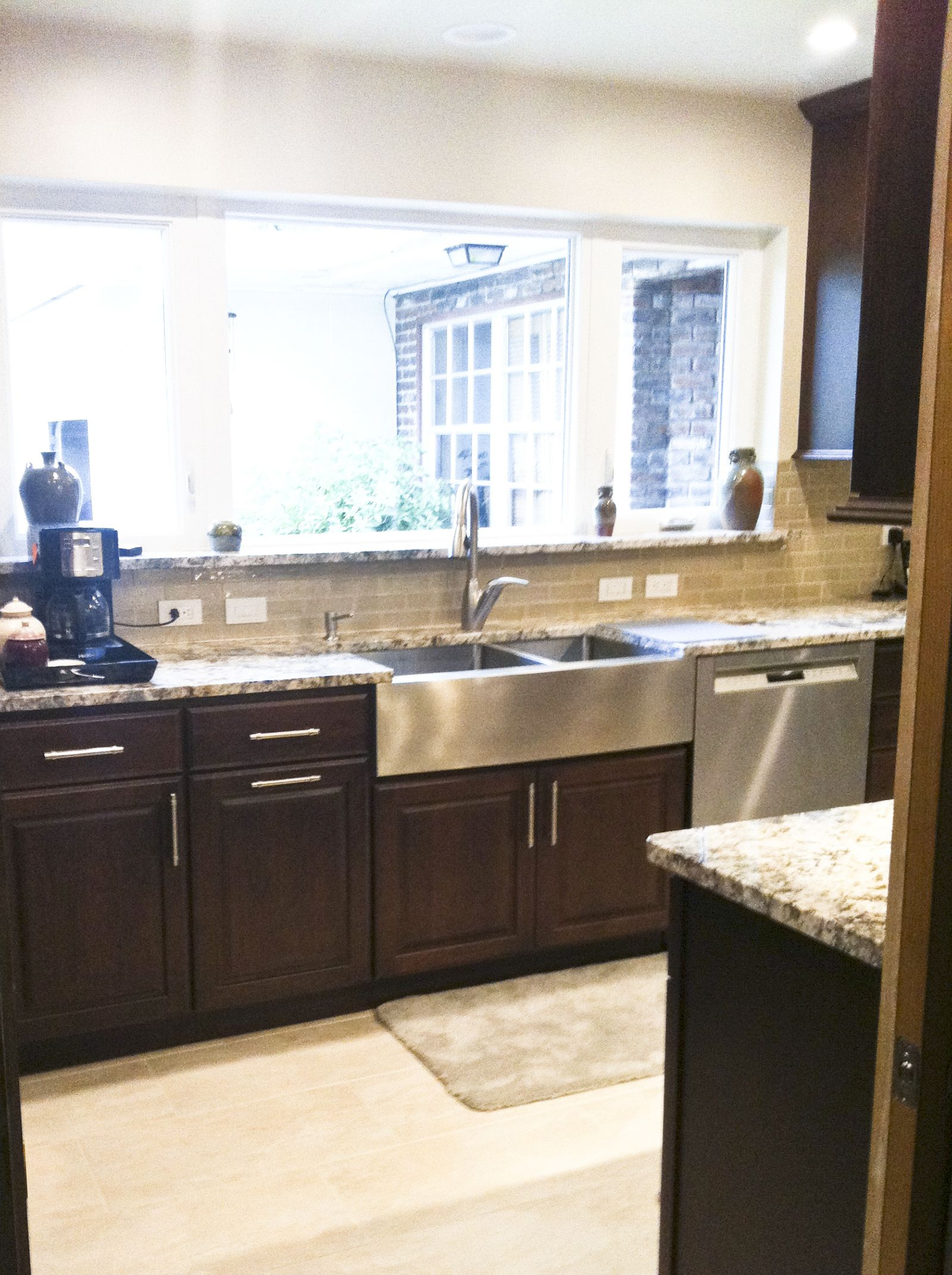 A Kitchen Remodel In Daytona Beach Florida Took A Kitchen From Shabby To Upscale And Moder Farmhouse Sink Kitchen Kitchen Remodel Kitchen Color Dark Cabinets