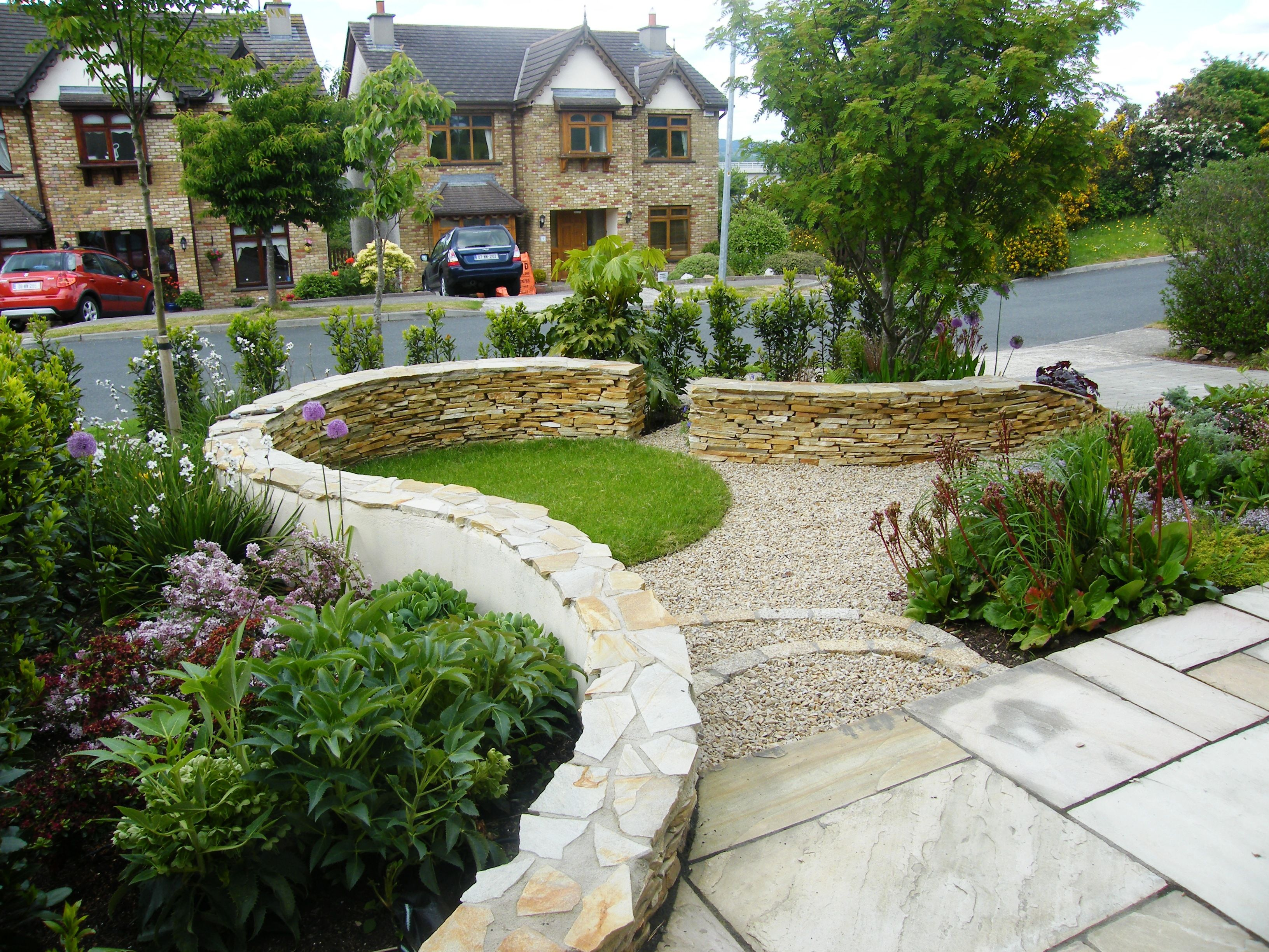 Stone Garden Design Low Hight Rock Walls Can Create Great Additional Seating For When You Entert Garden Landscape Design Rock Garden Design Landscape Design