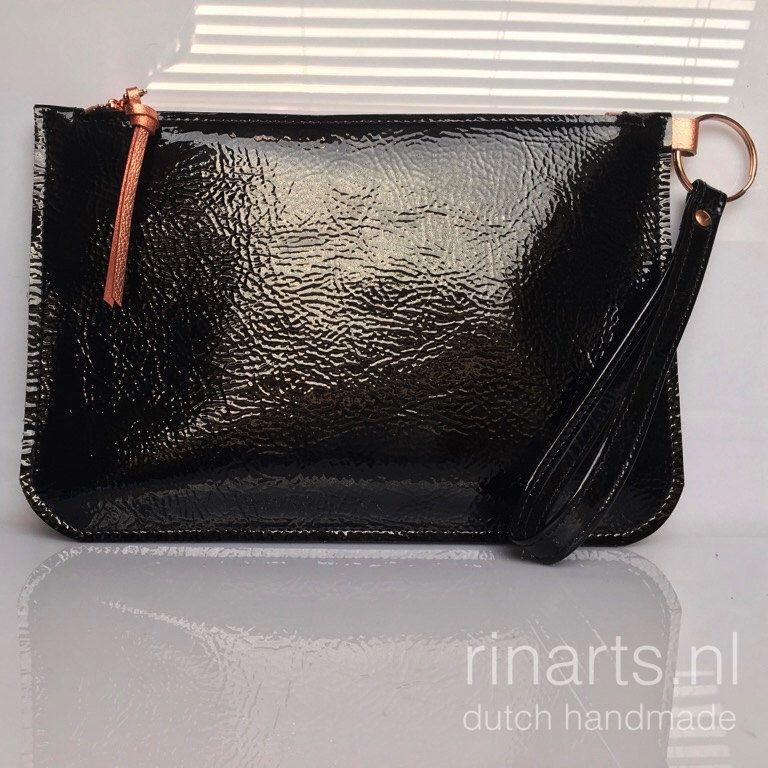 Een persoonlijke favoriet uit mijn Etsy shop https://www.etsy.com/nl/listing/498053692/leer-schoudertasje-clutch-lederen-rits