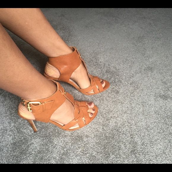 Guess high heels Worn twice. The heel is a little over 3 1/2 inches . Brown leather Guess Shoes Heels
