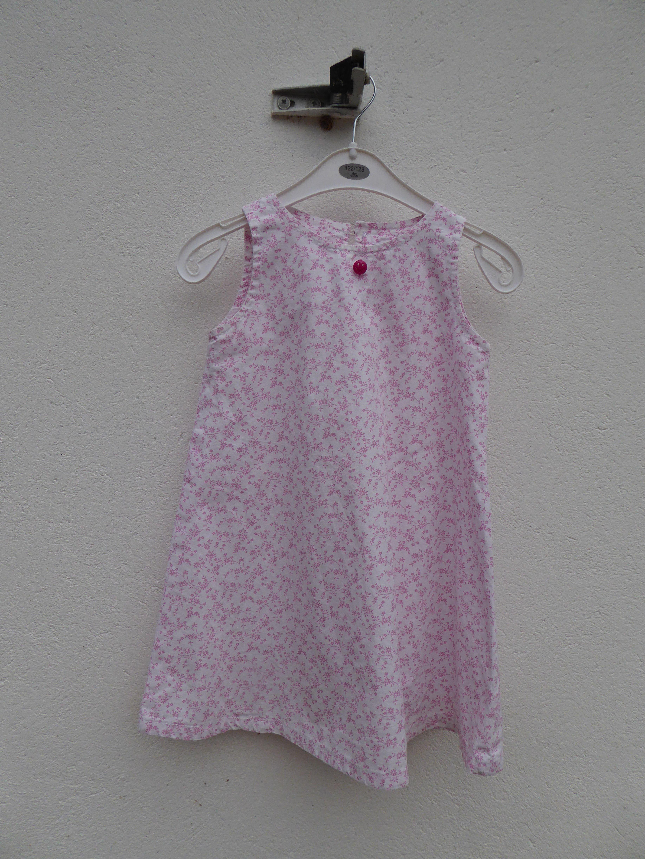 Robe trapèze patron Eglantine de Citronille T4ans avec un petit coton blanc fleurs roses