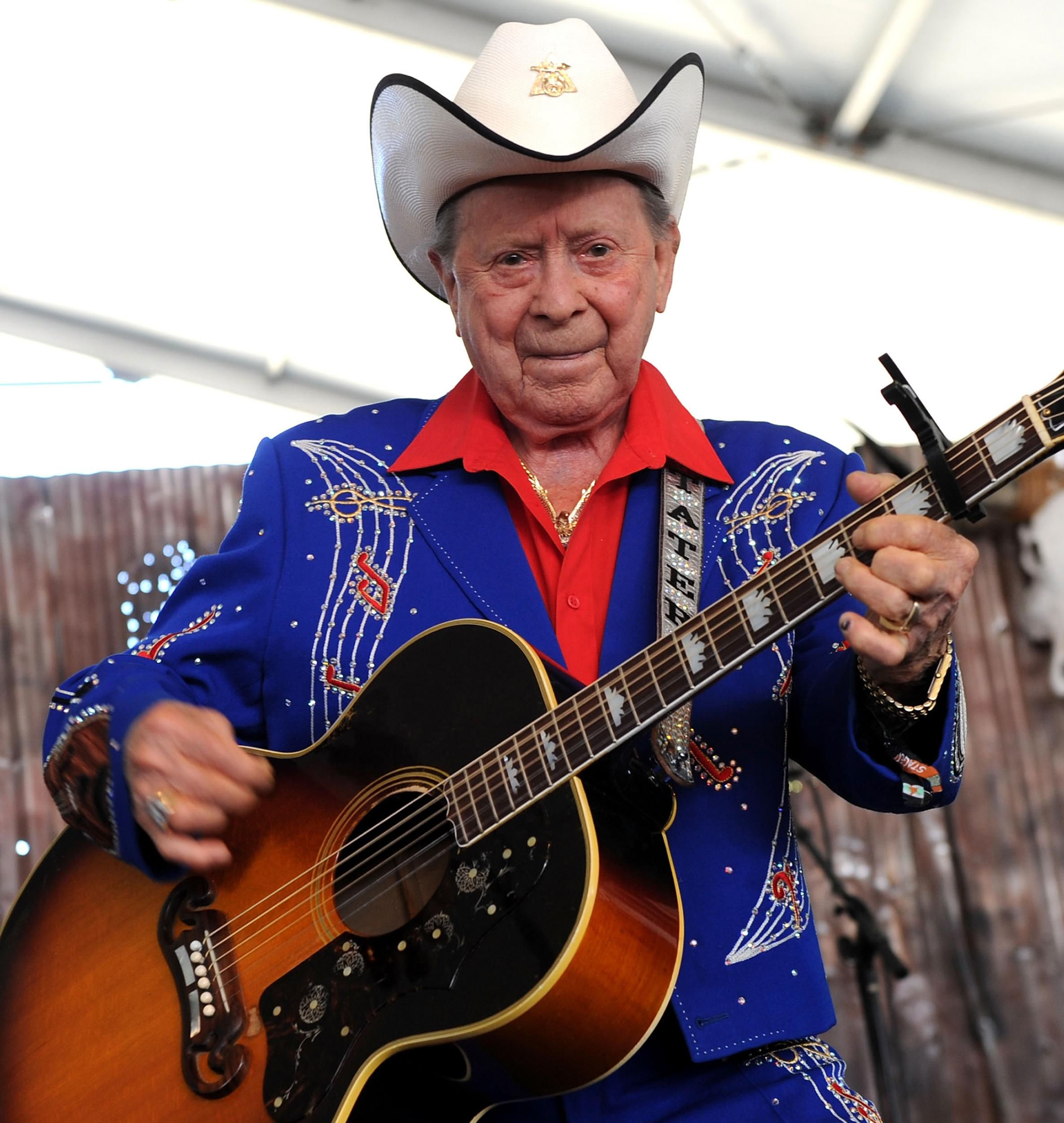 Country Legend Little Jimmy Dickens Dies At 94 Jimmy Dickens