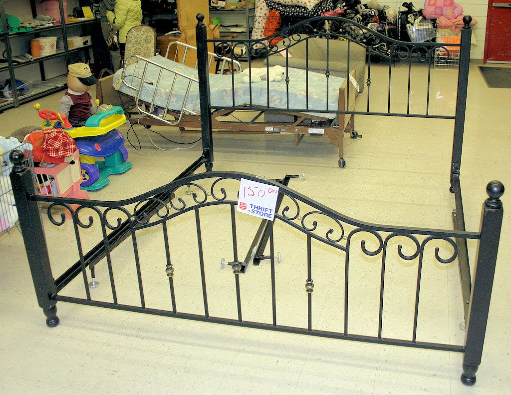 king size wrought iron bed frame the salvation army thrift store - Wrought Iron King Bed Frame