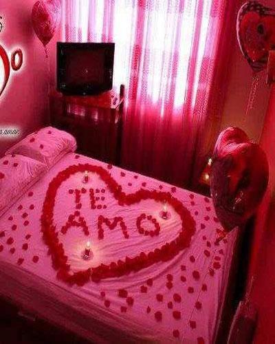 Ideas románticas para sorprender a tu pareja en la cama