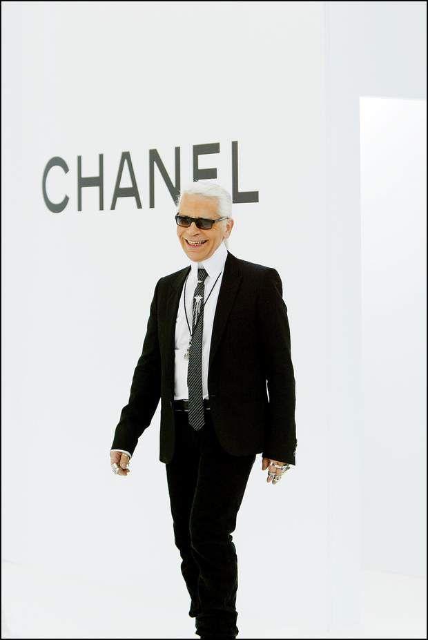 Mort De Karl Lagerfeld L Evolution Physique Du Couturier Karl Lagerfeld Mode Couture Parisienne