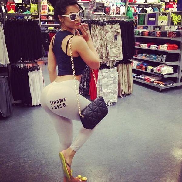 Big Booty Latina In Leggings
