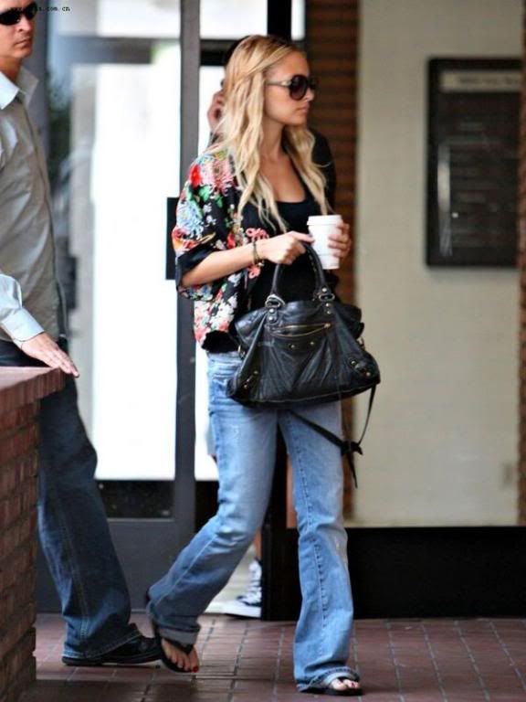 eb60449bf196 Nicole Richie and her Balenciaga City bag