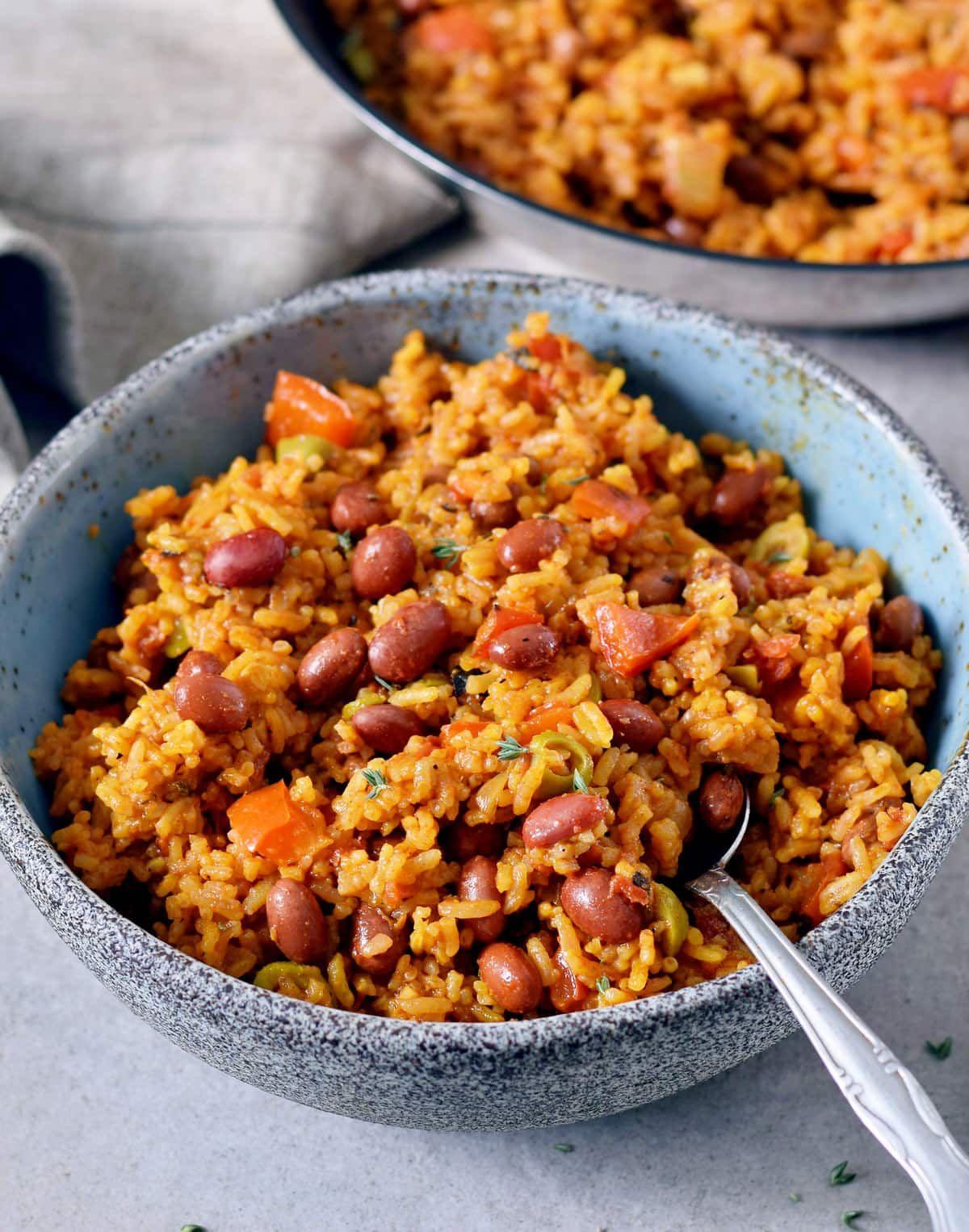 Reis mit Bohnen | einfache Gemüse-Reispfanne - Elavegan #weeknightdinners