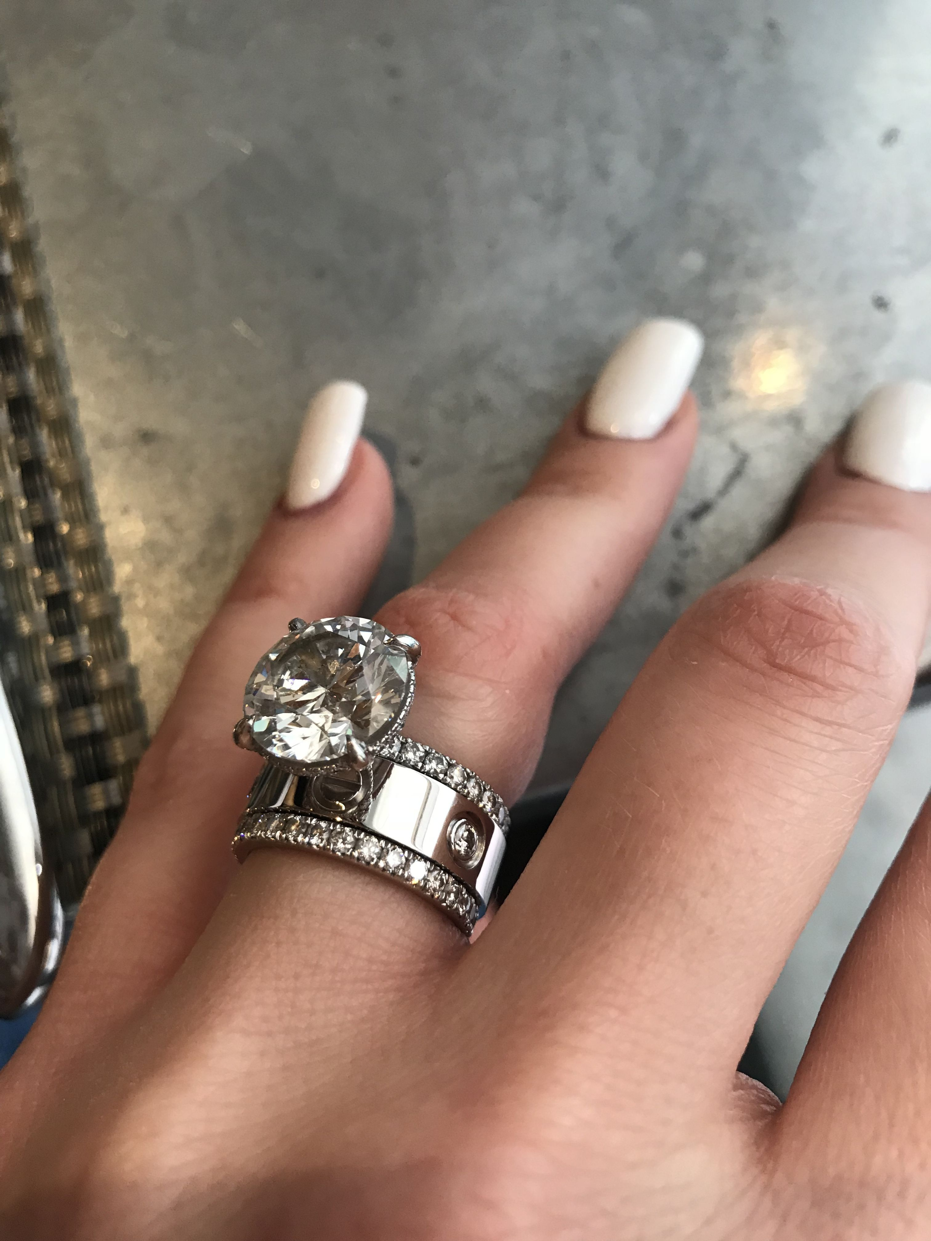 Rings On Hand Bridal Set Br163w Engagement Ring And Ladies