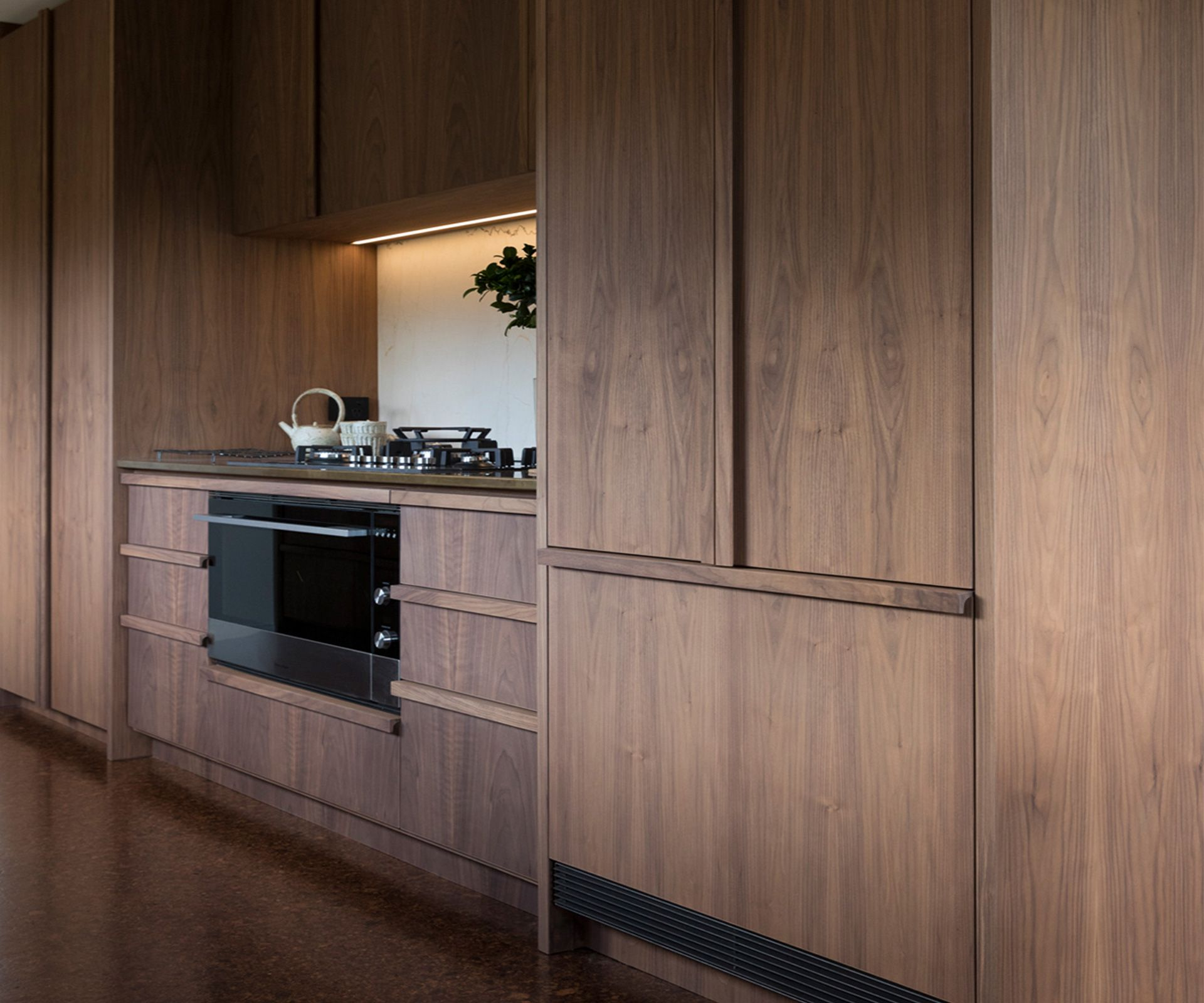 Kitchen for simon devitt by bureaux walnut veneer for Veneer for kitchen cabinets