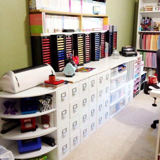 Karen's Kraft Room #2------I so want this room!
