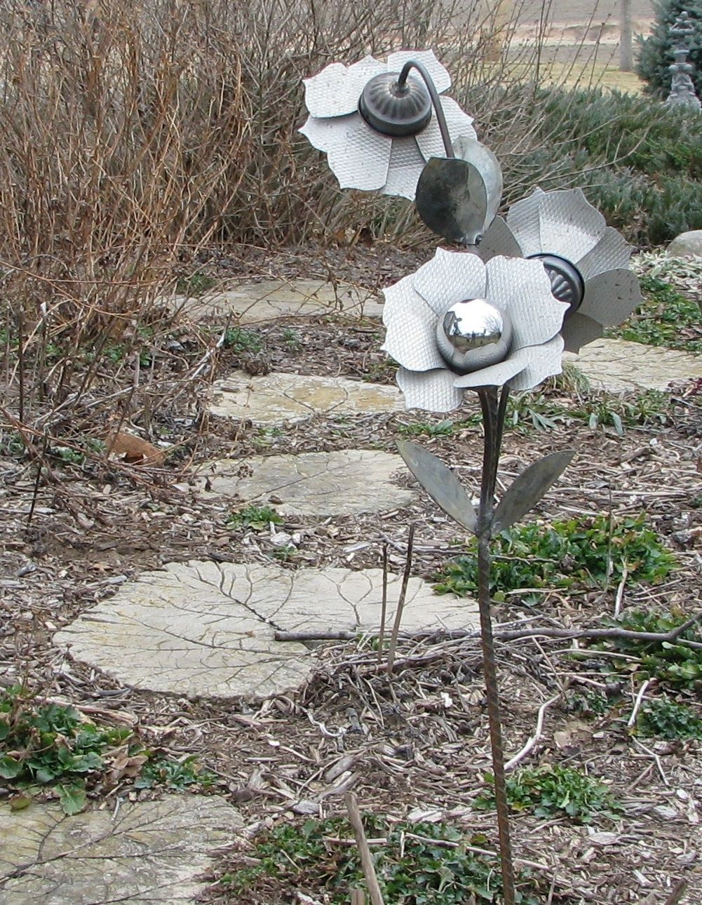 Garden art donus daylily divider projects to try pinterest