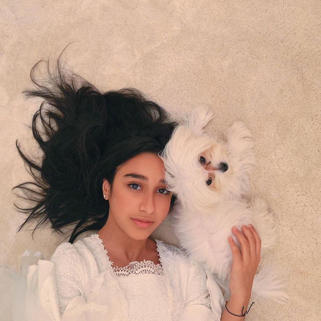 وديمه احمد Wadima Ahmed On Instagram جمعه م باركة Girl Photography Poses Girl Photography Photography Poses