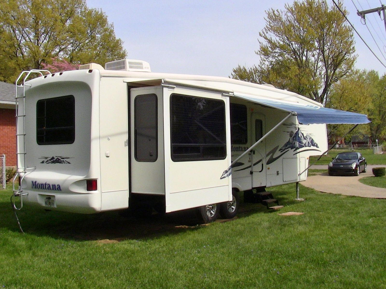 2006 Keystone Montana 3650rk fifth wheel...SOLD! Check out walk-through video of camper on our YouTube channel!  www.HelpSellMyRV.com Louisville Kentucky (502)645-3124