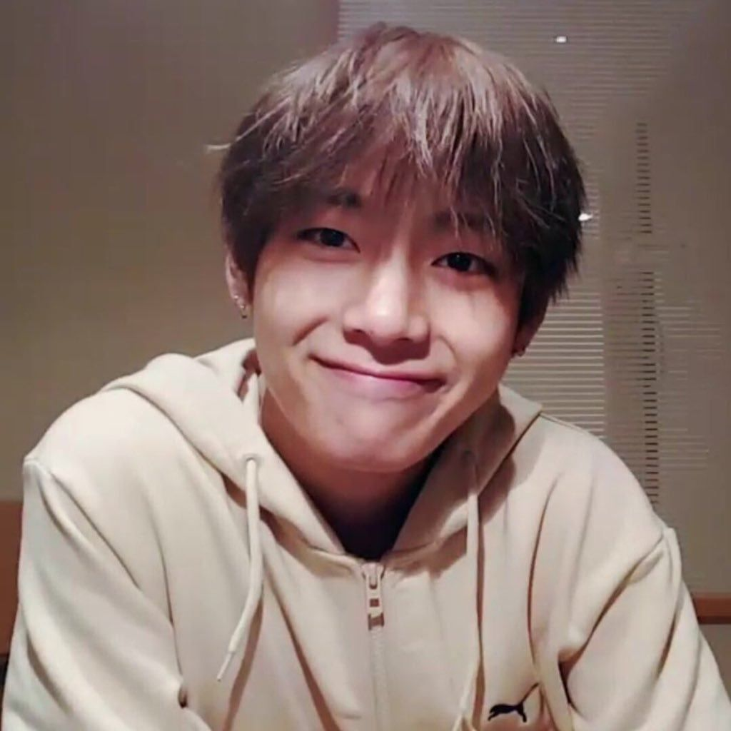 10 Photos Of Bts V S Bare Face That Will Make You Forget How To Breathe Koreaboo Taehyung Kim Taehyung Bts Taehyung