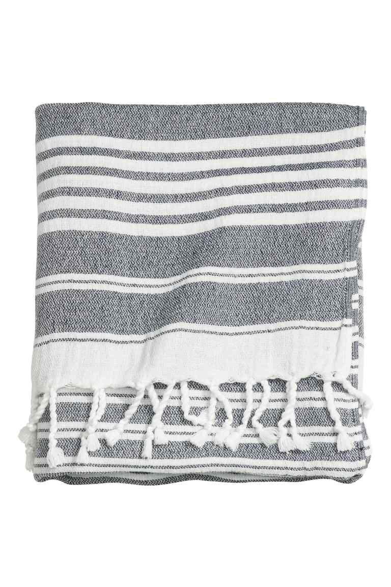 Serviette de plage | Fringe trim, Beach towel and Fabric rug